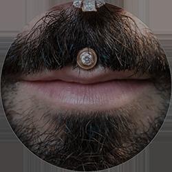 Пирсинг под/над губой